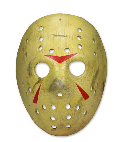 """bfb910325e49 Neca presenta una nuova replica in resina della mitica maschera di Jason  come vista in """"Venerdì 13 parte III: weekend di terrore"""". E' possibile  indossare la ..."""