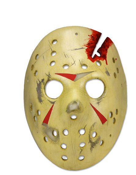 """41af89bf6bb9 Neca presenta una nuova replica in resina della mitica maschera di Jason  come vista in """"Venerdì 13 parte IV: capitolo finale"""". E' possibile  indossare la ..."""
